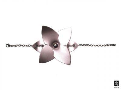 KOŽENÝ NÁRAMOK FLOWER ROSE S RETIAZKOU | DE LA GRAY